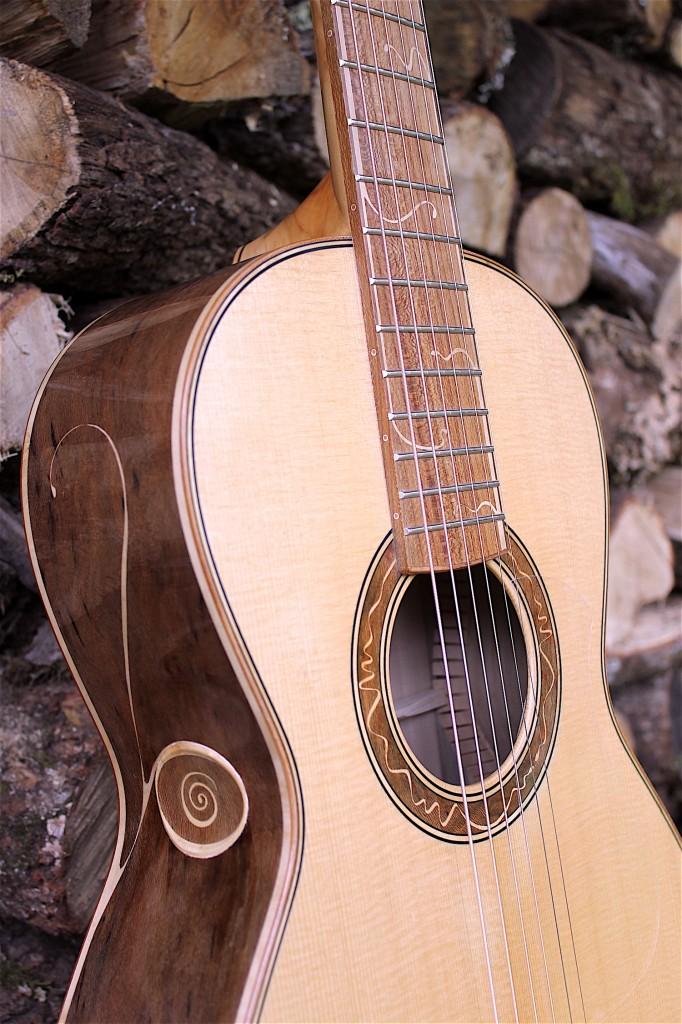 guitare 3/4 gauche logo origine